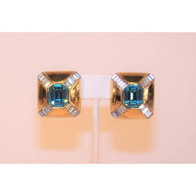 These 1980's clip on earrings from Ciner are a glamorous Art Deco style combination of an aquamarine blue faceted crystal...