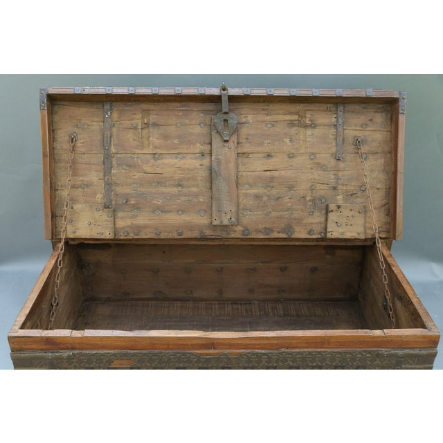 British Colonial Iron Bound Trunk Coffee Table Chest For Sale - Image 4 of 13