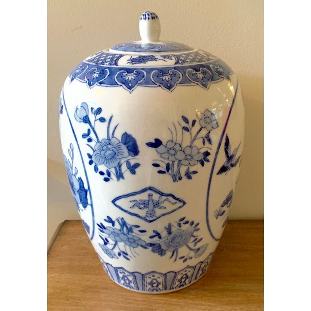 Traditional Mid 20th Century Blue and White Ginger Jar For Sale - Image 3 of 9