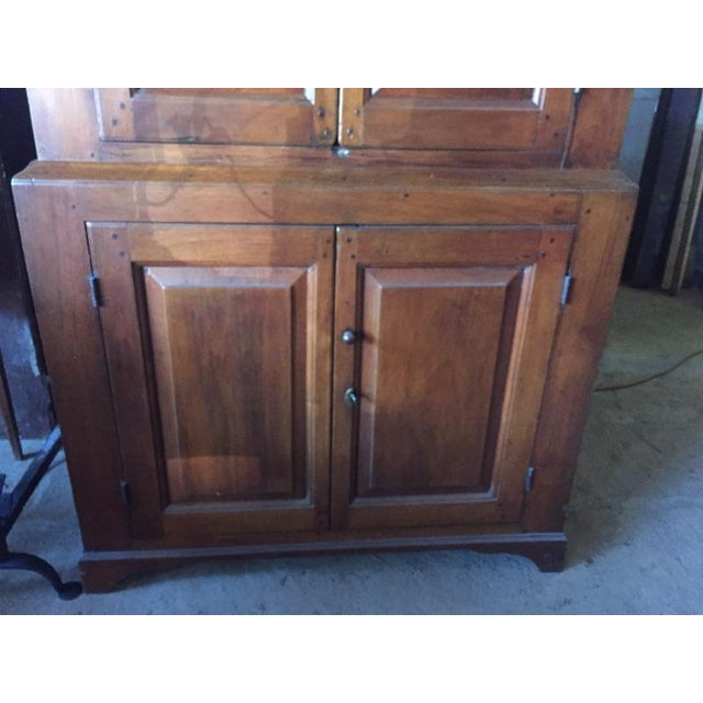 18th Century Federal Walnut Linen Press For Sale - Image 4 of 9