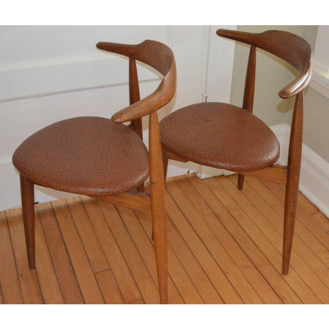 1960s Hans Wegner Midcentury Heart Chairs in Oak and Ostrich Leather, Pair For Sale - Image 5 of 11