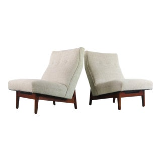 Vintage Jens Risom for Knoll Lounge Chairs in Stunning Original Upholstery on a Walnut Frame For Sale