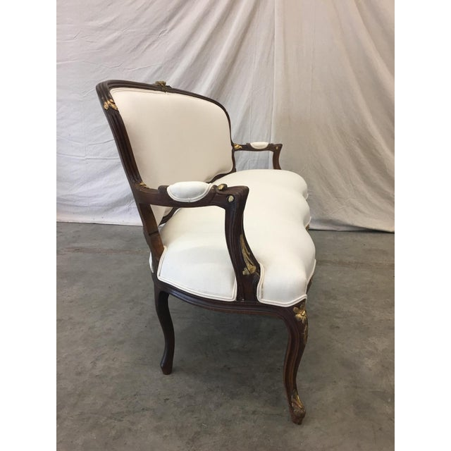 Louis XV 1900's French Louis XV Style Settee With Linen Upholstery For Sale - Image 3 of 13