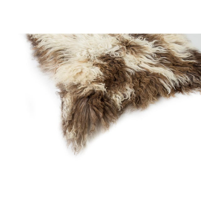 """Contemporary Handmade Wool Sheepskin Pelt Rug - 2'0""""x2'9"""" For Sale In Chicago - Image 6 of 7"""