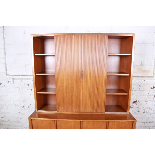 Sligh Mid-Century Modern Walnut Sideboard Credenza With Bookcase Hutch For Sale In South Bend - Image 6 of 12