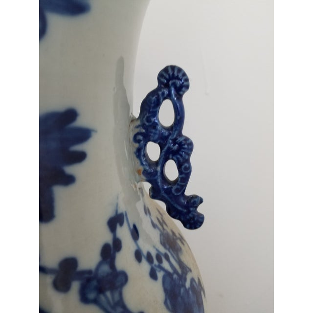 Vintage Chinese Blue and White Hand Painted Porcelain Table Lamp For Sale - Image 4 of 6