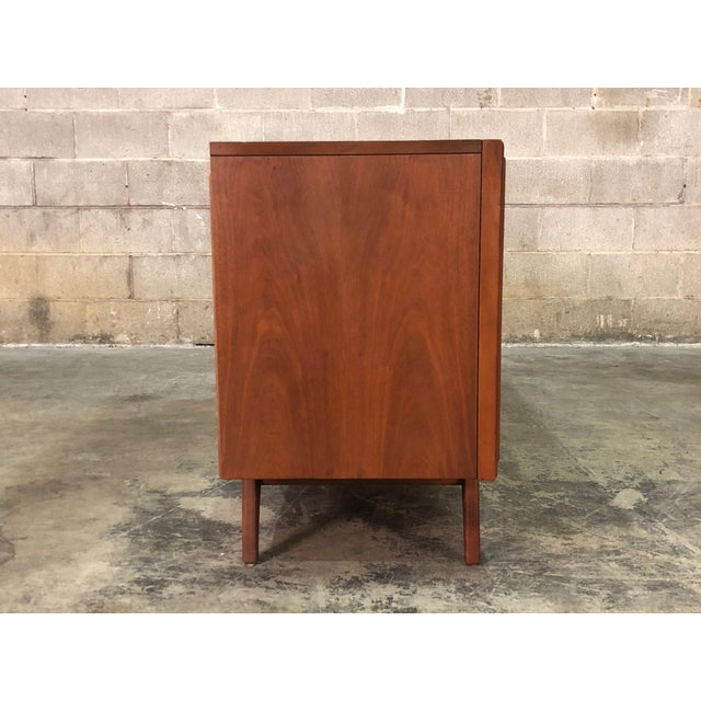 Zenith Mid-Century Modern Stereo Console / Radio / Record Player / Tv Stand For Sale - Image 9 of 13