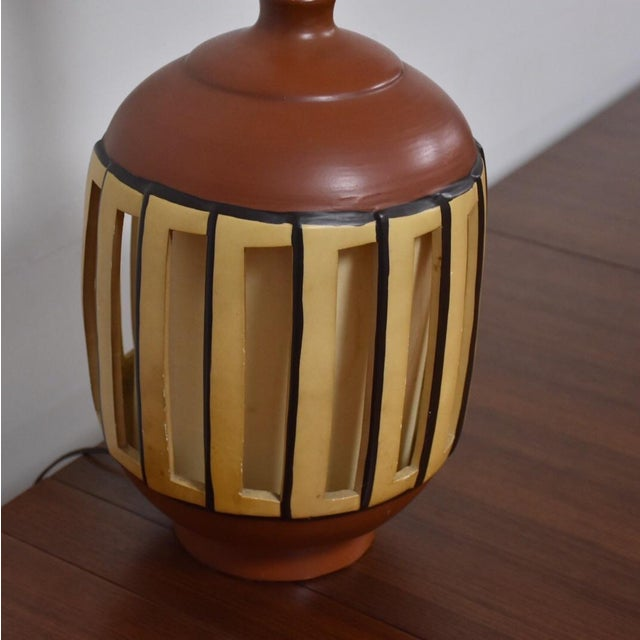 Mid Century Pottery Table Lamp - Image 8 of 9