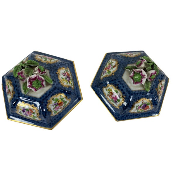 Worcester Porcelain Antique English Worcester Vases With Lids - a Pair For Sale - Image 4 of 10