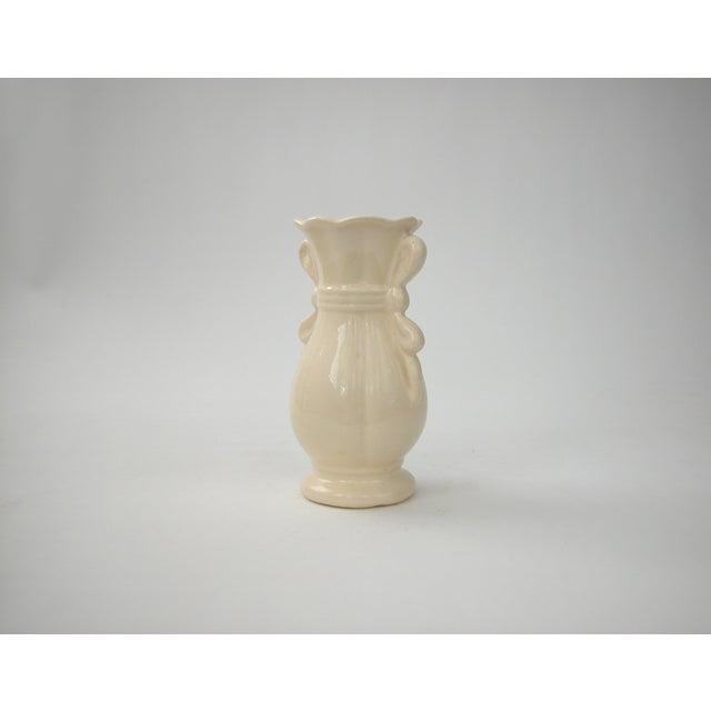 Cream Vase With Ribbon Handles - Image 3 of 9