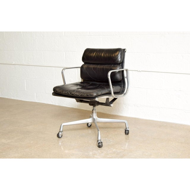 Herman Miller Original Eames for Herman Miller Aluminum Group Soft Pad Management Office Chair with Arms For Sale - Image 4 of 11