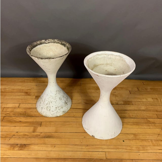 "1960s Pair of 25"" Willy Guhl Diablo Hourglass Planters For Sale - Image 5 of 11"