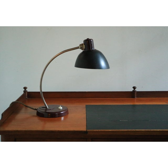 This table lamp in black was designed by Helion Arnstadt during the 1930s, and has a variable height of 43 to 46 cm.