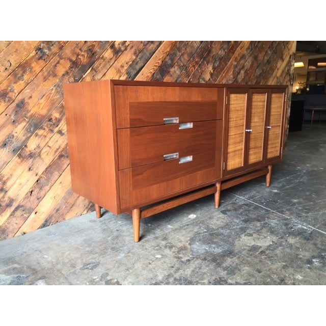Mid-Century Modern American of Martinsville Mid-Century Dresser For Sale - Image 3 of 10