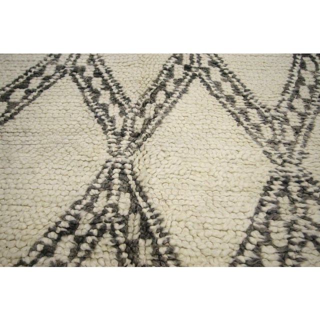 Mid 20th Century 20th Century Moroccan Berber Beni Ourain Diamond Patterned Rug For Sale - Image 5 of 10