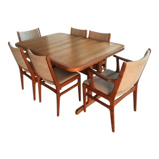 Danish Modern Teak Extension Table With 2 Leaves and 6 Teak and Linen Chairs For Sale