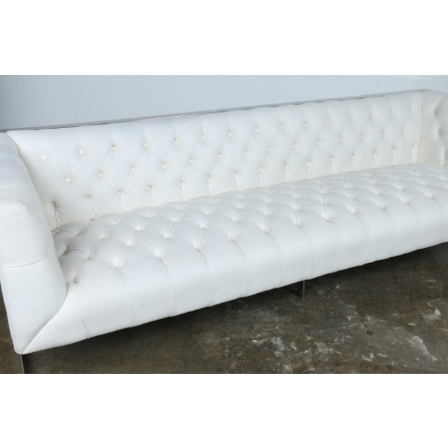 Modern Style White Chesterfield Sofa - Image 5 of 10