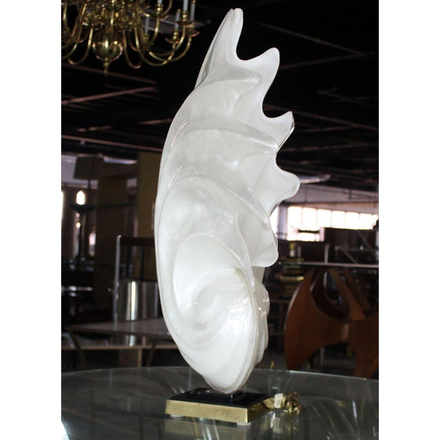 Mid 20th Century White Molded Acrylic Mid-Century Modern Sculptural Table Lamp For Sale - Image 5 of 9