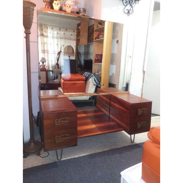 For your consideration a Mid Century Vanity with large Beveled Mirror and Hairpin Legs. Item has beautiful finish to wood...