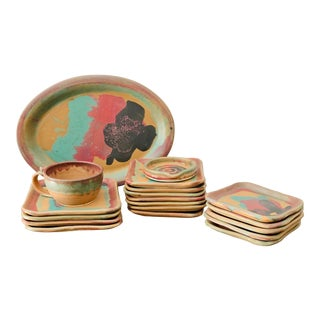 Lisa Howe Pottery Dinnerware Modernist Ceramic - Set of 19 Pieces For Sale