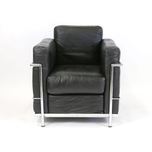 Industrial Vintage Le Corbusier Style Black Leather Club Chair From Jfk Concorde Room For Sale - Image 3 of 11