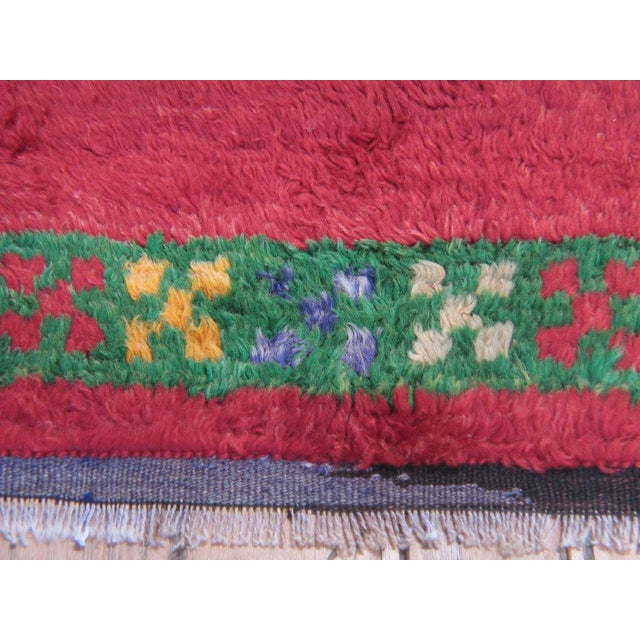 Red Tulu with Green Border For Sale - Image 4 of 7