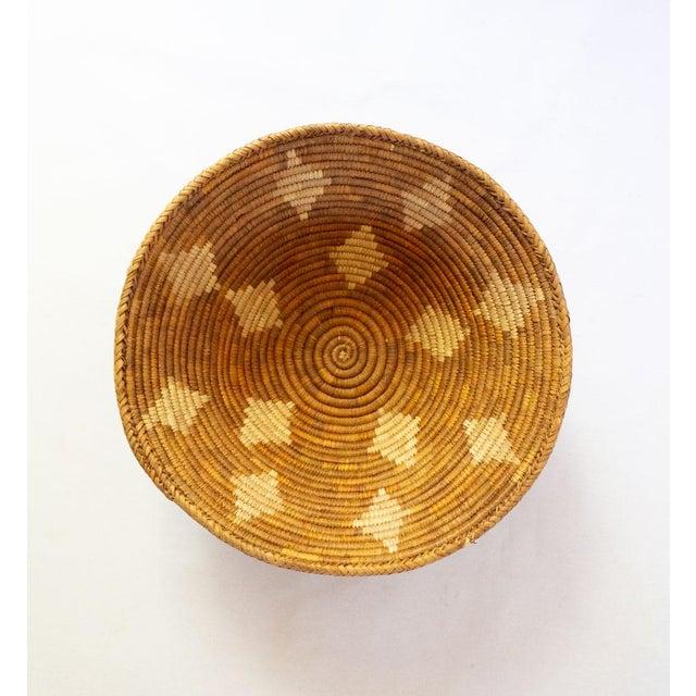 Americana Vintage Mid-Century Hand Woven Diamond Motif Basket For Sale - Image 3 of 4