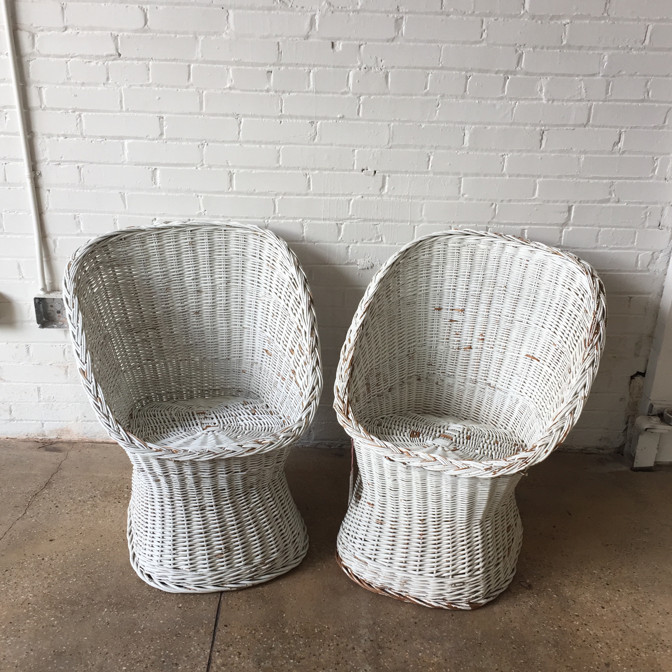 Put This Pair Of White Wicker Chairs Anywhere! Theyu0027re Light, Easy To