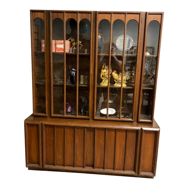 1960s Mid Century Modern Keller Furniture Walnut China Cabinet For Sale