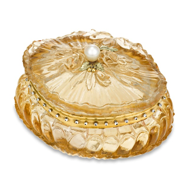 This exquisite French pill box combines the mastery of the French goldsmithing tradition with the radiance of citrine. The...