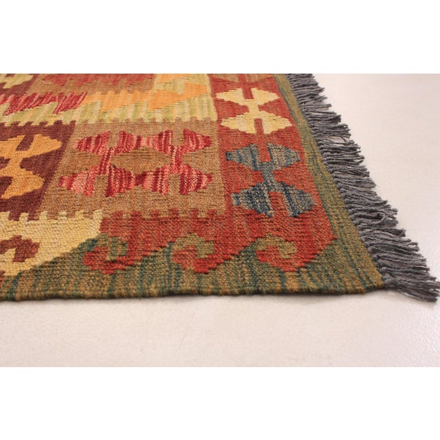 Type of Rug: Sivas Country of Origin: Turkey Age: Vintage Material: 100% Wool Style: Transitional Construction: Handmade /...
