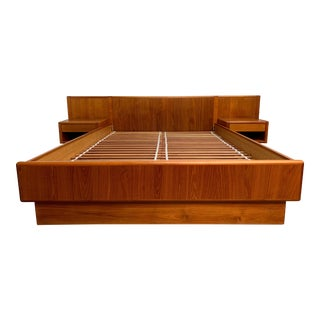 Vintage Teak Queen Size Platform Bed With Floating Nightstands For Sale