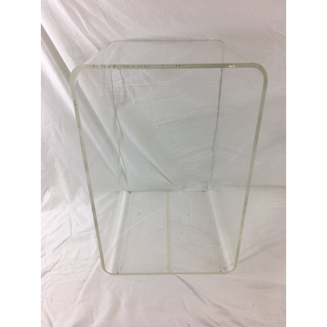 1960s Mid-Century Modern Lucite Nesting Tables - Set of 2 For Sale - Image 5 of 11