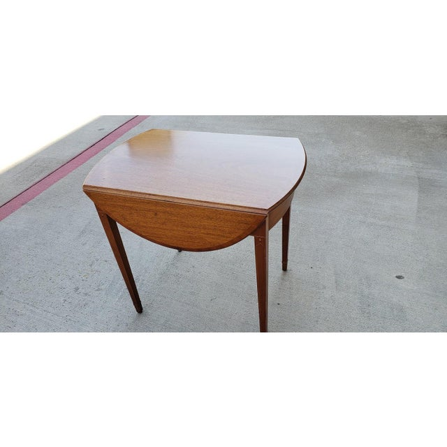 Mid-Century Modern 1950s Mid-Century Modern Biggs Mahogany Pembroke Drop Leaf Side Table For Sale - Image 3 of 13