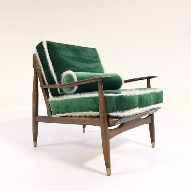 Vintage Walnut Lounge Chair Attributed to Finn Juhl Restored in Schumacher's Emerald Green Silk Velvet and Brazilian Cowhide For Sale - Image 10 of 10