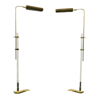 1970s Pair of Lucite and Brass Floor Lamps in the Manner of Cedric Hartman For Sale