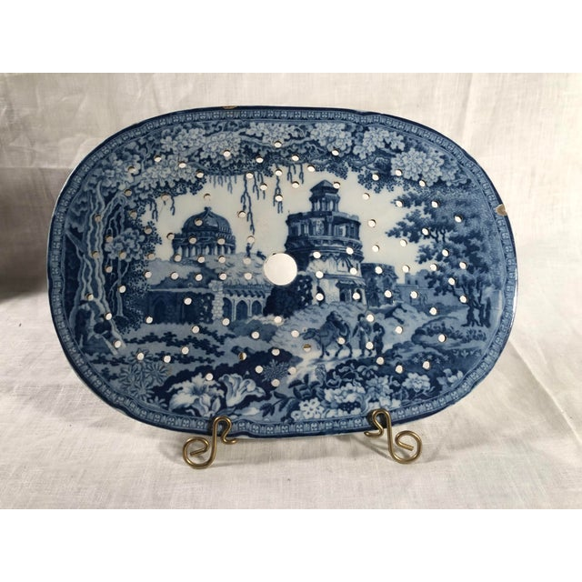 Early 19th Century Staffordshire Blue and White Monopteros Pattern Meat Drainer For Sale - Image 5 of 6