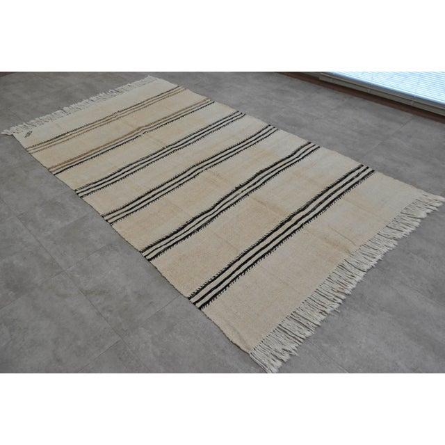 Vintage Natural Stripe Turkish Sisal Kilim Rug - 4′5″ × 7′11″ - Image 2 of 9