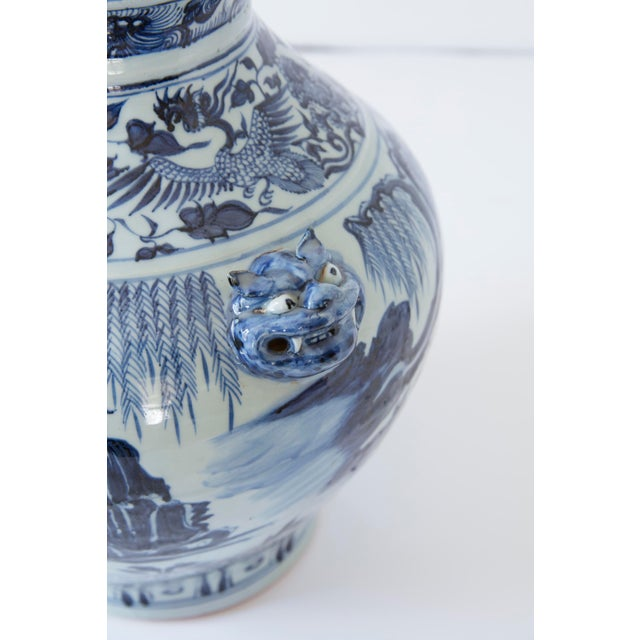 Vintage Mid-Century Ming Style Chinese Blue and White Vase For Sale In New York - Image 6 of 7