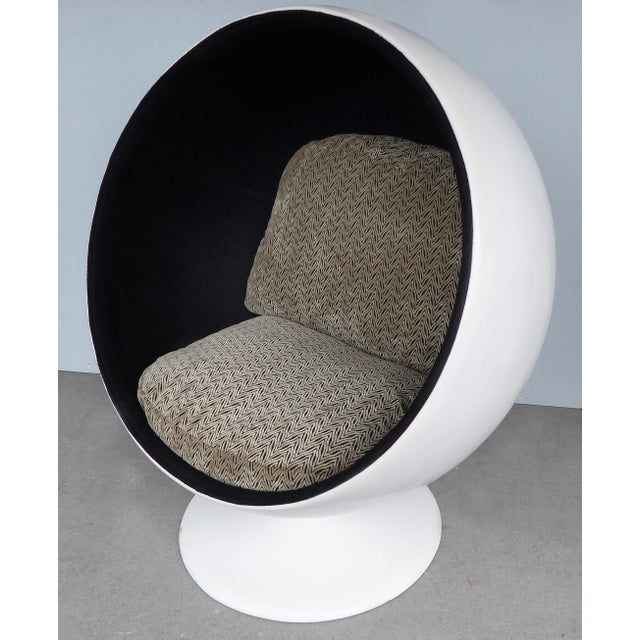 Eero Aarnio Eero Aarnio Attributed Mid-Century Modern Ball Chair, Circa 1965 For Sale - Image 4 of 9