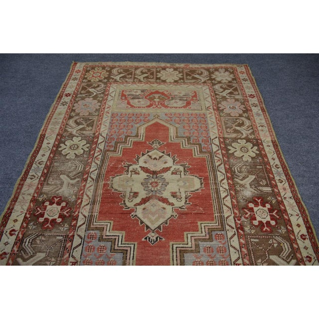 Turkish Vintage Oriental & Decorative Rug, 3'2″x5'3″ For Sale - Image 4 of 9