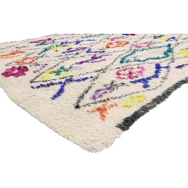 21043 Contemporary Berber Moroccan Azilal Rug with Boho Chic Hygge Style 06'06 x 09'00. This hand-knotted wool...