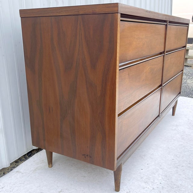 Mid-Century Modern Six Drawer Dresser For Sale In New York - Image 6 of 13