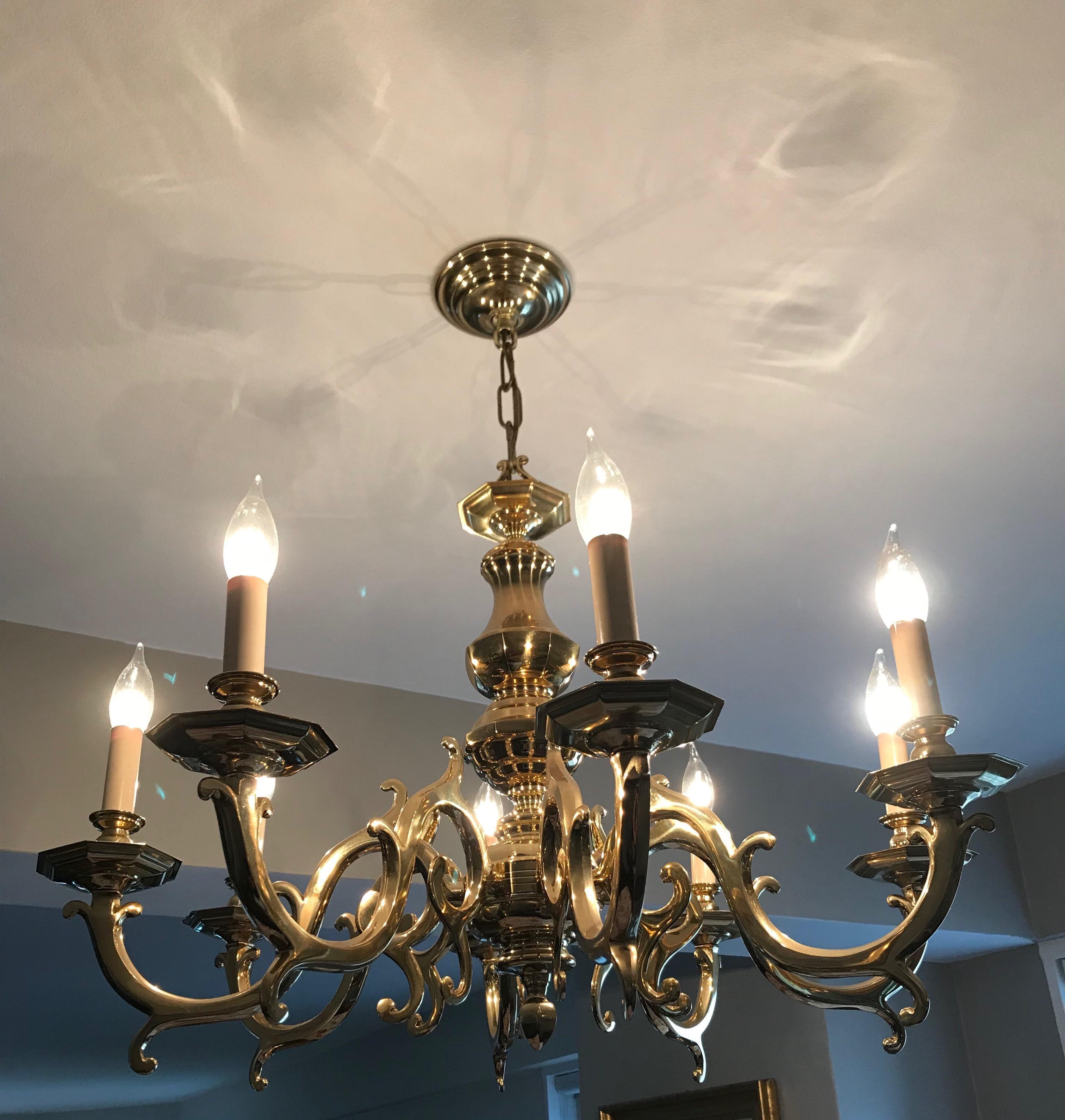 1980s Traditional Brass Eight Light Dining Room Chandelier
