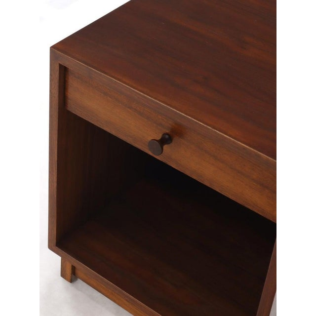 Pair of Cube Shape Oiled Walnut One Drawer Mid-Century Modern End Tables Stands For Sale - Image 6 of 13