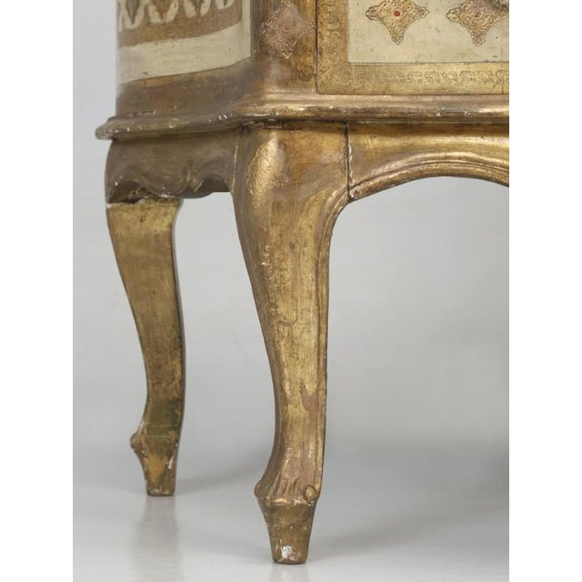 Italian Vintage Italian Commode in Original Paint Gilding For Sale - Image 3 of 13