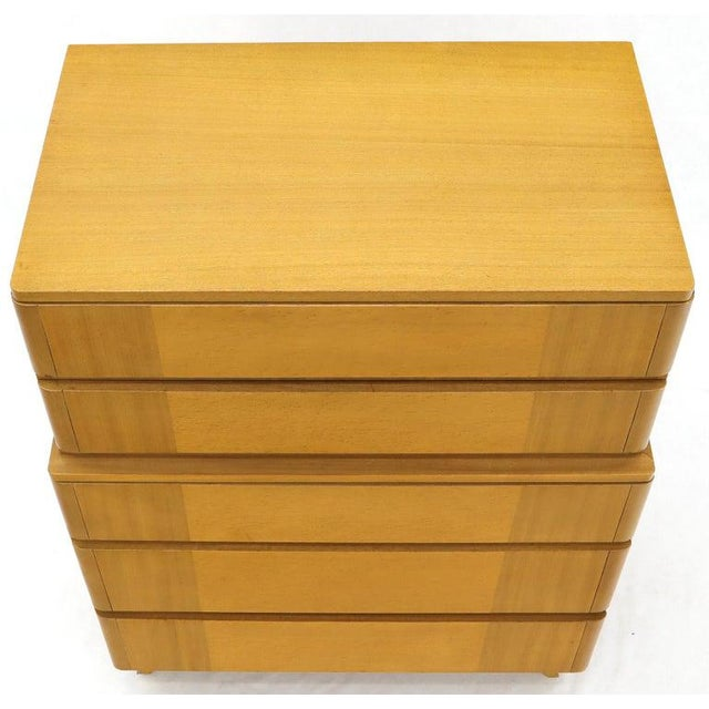 Mid 20th Century Five Drawers Blond to Gold Mahogany Saarinen High Chest Dresser For Sale - Image 5 of 11