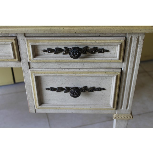 1960s Vintage Ladies Kneehole Writing Desk For Sale In Miami - Image 6 of 13