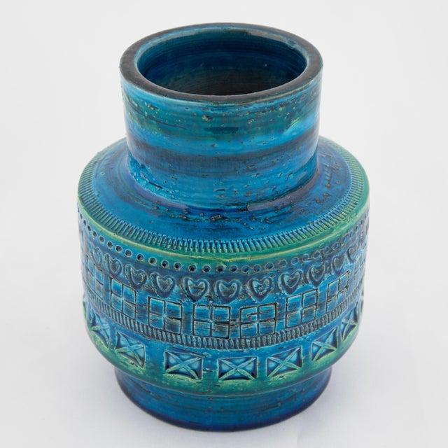 """Mid-Century Modern """"Rimini Blu"""" Ceramic Vase by Aldo Londi for Bitossi, Circa 1960s For Sale - Image 3 of 10"""