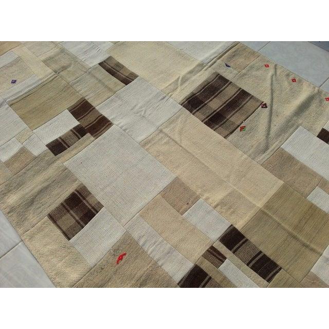 "Tribal Naturel Patchwork Rug -- 5' x 7'5"" For Sale - Image 5 of 6"